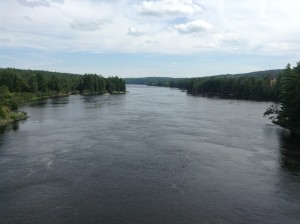 Left: Quebec. Right: Ontario. Middle: Ottawa river